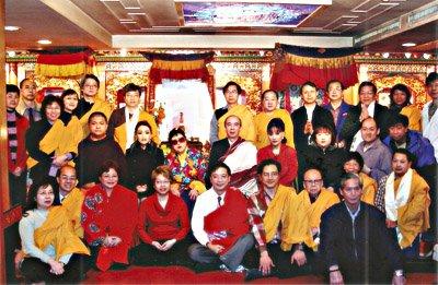 敦珠佛母及眷屬與  黎上師及香港師兄於香港佛堂合影